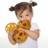 La balle étoile d'Hevea est un jouet naturel qui convient aussi bien aux bébés qu'aux enfants ! 🥰 Le caoutchouc 100% naturel est souple et fait de la balle un jouet idéal pour les bébés pendant les premiers stades de leur développement et les années suivantes.   Livraison en1 à 3 jours seulement ! https://bit.ly/31ghH4h  -  De Hevea 'Star Ball' is natuurlijk speelgoed voor baby's en kinderen. 🥰  Het rubber is 100% natuurlijk, soepel en elastisch. Deze botsende bal is het ideale speeltje voor baby's; zowel in hun vroege ontwikkelingsfases als in de jaren daarna.   Geef vandaag je bestelling door en over 1 à 3 dagen hebt je dit product al in huis! https://bit.ly/31ghH4h  -  #zerodechet #zeroplastic #zeroplastique #acheterlocal #vrac #changerleschoses #zerogaspi